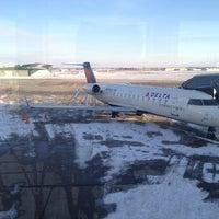 Foto diambil di The Eastern Iowa Airport oleh Kim E. pada 2/3/2013