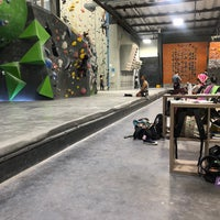Foto diambil di Sender One Climbing, Yoga and Fitness oleh Karla D. pada 8/6/2019