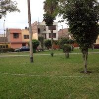 9/16/2012 tarihinde Raffo T.ziyaretçi tarafından Parque 9 - Virgen del Carmen'de çekilen fotoğraf
