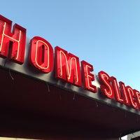 Foto scattata a Home Slice Pizza da ali l. il 3/12/2013