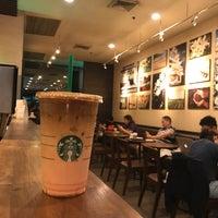 Photo prise au Starbucks Coffee par albert r. le8/11/2018