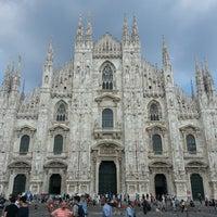 รูปภาพถ่ายที่ Duomo di Milano โดย Sinem Ö. เมื่อ 7/14/2014