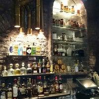 Foto scattata a Victoria Brown Bar da Humberto C. il 7/11/2014