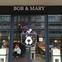Foto tomada en Bob & Mary por Caroushi T. el 11/19/2014
