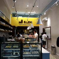 Foto tirada no(a) B.LEM Portuguese Bakery por Tomás Youngjoo L. em 10/27/2014