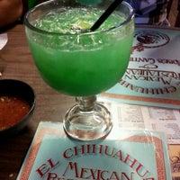 รูปภาพถ่ายที่ El Chihuahua โดย Landon G. เมื่อ 9/28/2012