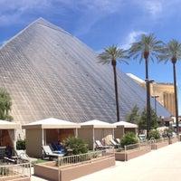 รูปภาพถ่ายที่ Luxor Hotel & Casino โดย LuxorLV เมื่อ 10/22/2013