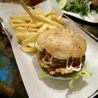 Das Foto wurde bei Triple B - Beef Burger Brothers von Stefan E. am 1/2/2015 aufgenommen