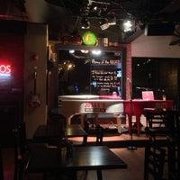 Das Foto wurde bei Jolly's American Beer Bar & Dueling Pianos von bryan b. am 8/9/2013 aufgenommen
