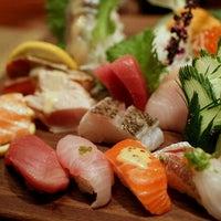 Foto tomada en Blue Ribbon Sushi por Frank Y. el 11/10/2012