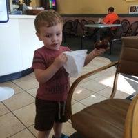 Das Foto wurde bei Dona Queen Donut & Deli von Matthew B. am 8/19/2015 aufgenommen