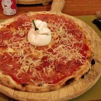 Foto scattata a Pizzeria Al Ponte da Rafael D. il 5/21/2018