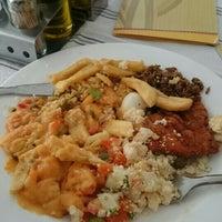 Foto tirada no(a) Tia Nelza Restaurante por Marcelo H. em 8/10/2015