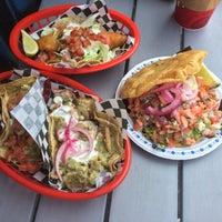 Photo prise au Seven Lives - Tacos y Mariscos par Ian L. le7/18/2015