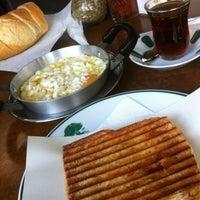 Photo prise au Çınaraltı Cafe par Belgin_studio le11/15/2012
