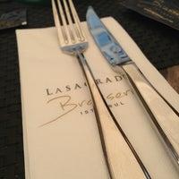 รูปภาพถ่ายที่ Lasagrada Brasserie โดย Belgin_studio เมื่อ 6/27/2013