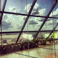 Foto scattata a Aeroporto Internacional de Brasília / Presidente Juscelino Kubitschek (BSB) da Paula M. il 11/20/2013