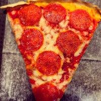 Снимок сделан в Rizzo's Fine Pizza пользователем Joshua V. 3/15/2013