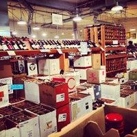 12/15/2012 tarihinde Joshua V.ziyaretçi tarafından The Wine House'de çekilen fotoğraf