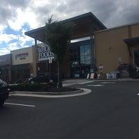 Das Foto wurde bei Whole Foods Market von Truptesh M. am 5/26/2017 aufgenommen