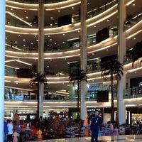 Photo prise au Emporium Pluit Mall par Kevin T. le9/30/2012