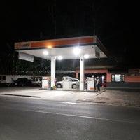 รูปภาพถ่ายที่ Posto Dom Eduardo I โดย Breno M. เมื่อ 4/20/2014