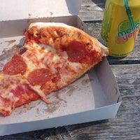 Photo prise au Pontillo's Pizzeria par Sean T. le5/20/2014