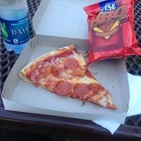 Foto tirada no(a) Pontillo's Pizzeria por Sean T. em 7/5/2014
