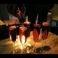 Foto tirada no(a) Dee Lincoln's Bubble Bar & Private Events por Thomas G. em 11/25/2012