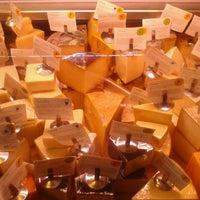 Foto tomada en Antonelli's Cheese Shop por Donald P. el 2/26/2013