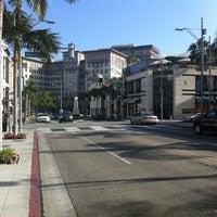 Снимок сделан в Streets of Beverly Hills пользователем The Flying M. 3/15/2013