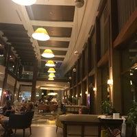 9/6/2018 tarihinde Arzu Ö.ziyaretçi tarafından Voyage Lobby Bar'de çekilen fotoğraf