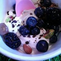 Foto tomada en Yooglers Frozen Yogurt por Jean 💜 el 7/16/2013