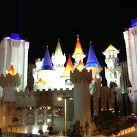 รูปภาพถ่ายที่ Excalibur Hotel & Casino โดย Saku Y. เมื่อ 1/9/2013