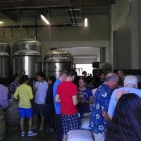 รูปภาพถ่ายที่ Monkish Brewing Co. โดย andrew f. เมื่อ 6/8/2013
