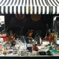 Foto tirada no(a) Feira de Antiguidades do Masp por Sergio L. em 10/21/2012