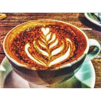 Foto scattata a Cosans Coffee da Eugene L. il 1/22/2014