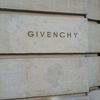 รูปภาพถ่ายที่ Givenchy โดย Chris S. เมื่อ 9/16/2014