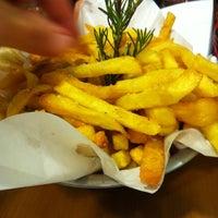 Foto tirada no(a) Royal Burger por tati c. em 11/14/2012