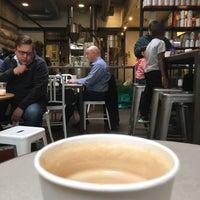 11/12/2018 tarihinde Mario R.ziyaretçi tarafından Compass Coffee'de çekilen fotoğraf