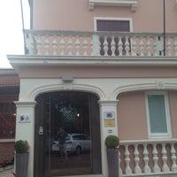Foto scattata a Hotel Ristorante Alla Corte da Carlo V. il 5/30/2014