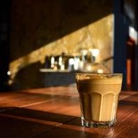 4/7/2013 tarihinde Ed M.ziyaretçi tarafından The Coffee Bar'de çekilen fotoğraf