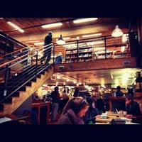 Foto scattata a Elliott Bay Book Company da Jessica G. il 11/24/2012
