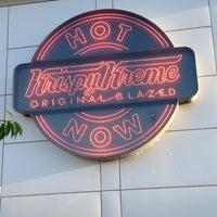 Das Foto wurde bei Krispy Kreme Doughnuts von Jessica G. am 9/1/2013 aufgenommen