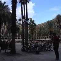 Foto tomada en Plaza Real por Erkan Ü. el 9/30/2014