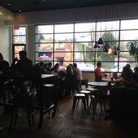 Foto scattata a Toby's Estate Coffee da Ross H. il 4/29/2013