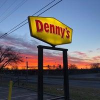 Foto scattata a Denny's da Rebecca A. il 3/17/2018