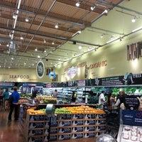 Das Foto wurde bei Whole Foods Market von abe l. am 5/20/2013 aufgenommen