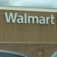 รูปภาพถ่ายที่ Walmart Supercenter โดย Gus S. เมื่อ 6/2/2017