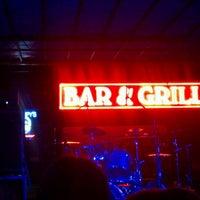 รูปภาพถ่ายที่ Grumpy's Bar & Grill โดย Brian L. เมื่อ 9/20/2012